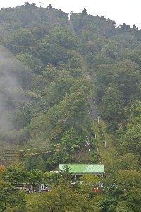 見ノ越は剣山への登山基地。山深い場所に土産物屋などが建ち並んでいる。