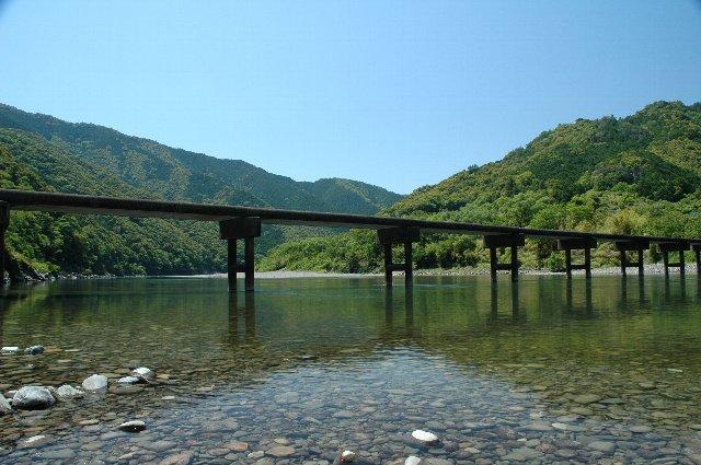 ただ通り過ぎるだけでなく、川面でのんびりする時間を確保して訪れたい場所です。