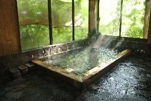 露天がないのは残念だが、この内湯だけでも十分素晴らしい。