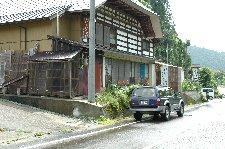 外観は普通の民家、そんな蕎麦屋が数軒建っています。