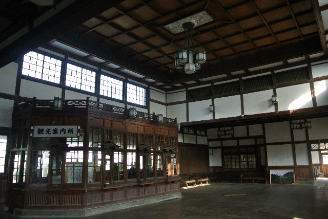 外観だけでなく、内部にまでこだわった駅舎の造りは当時の鉄道敷設への思いを強く感じることができる。