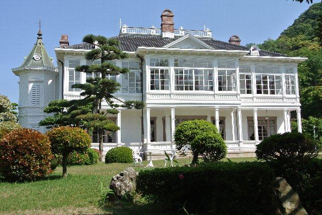仁風閣は鳥取県鳥取市にあるフレンチルネッサンス様式の西洋館。中国地方屈指の明治建築として名高く、1973年6月2日には国の重要文化財に指定されている。