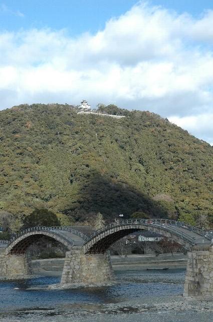 観光資源の乏しい岩国市にとって、日本三大奇橋の錦帯橋はピカイチの存在。