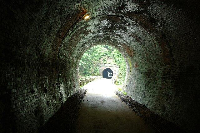 暑い日に訪れると、トンネル内の冷気が非常に心地良い。