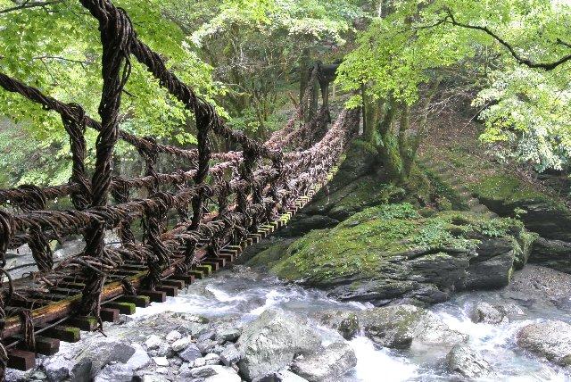 川までの高さが低く、橋長も短い分、女橋の方が渡りやすかった。