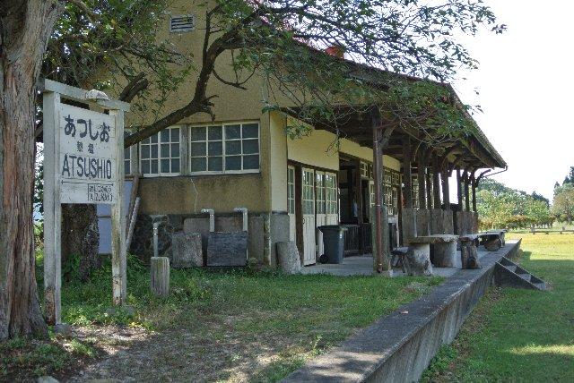 廃線間際、熱塩駅は朽ち果てる寸前だったが、綺麗に改装され、今では各地から訪れる人が絶えない。