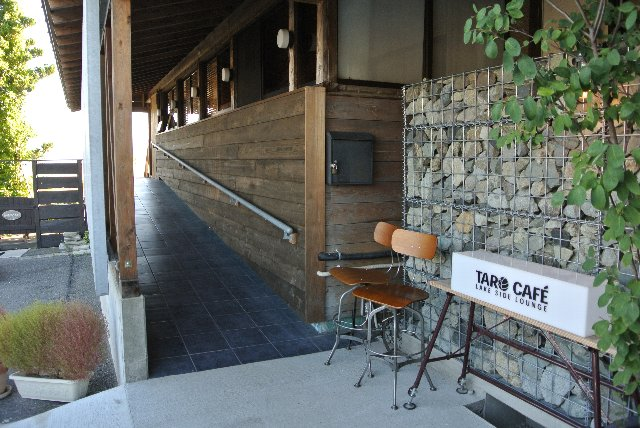 開店当初は美容院跡を改装した痕跡が随所に残っていたが、今は立派なカフェに生まれ変わりました。