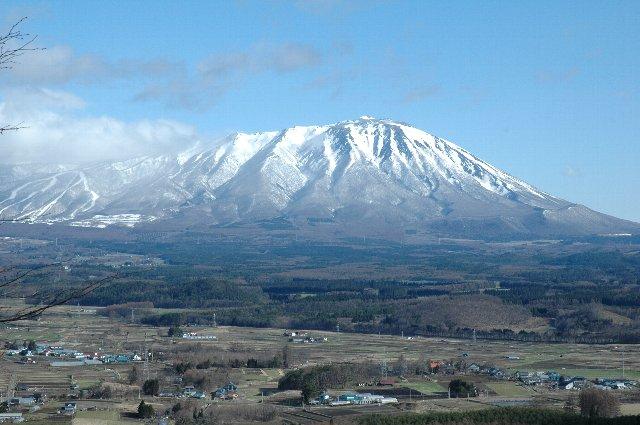 八幡平市側とはちょっと違う山の様子がわかるでしょうか?