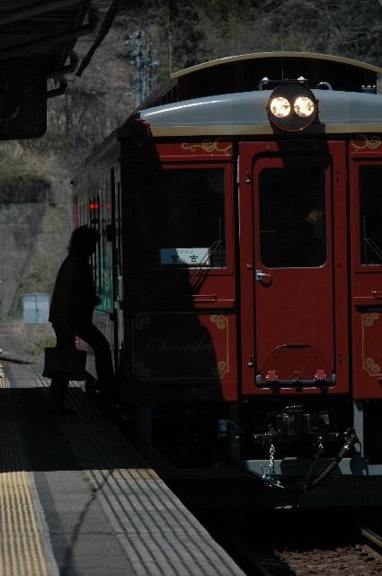 三陸鉄道のレトロ車両、なかなか味があって好きですねぇ。